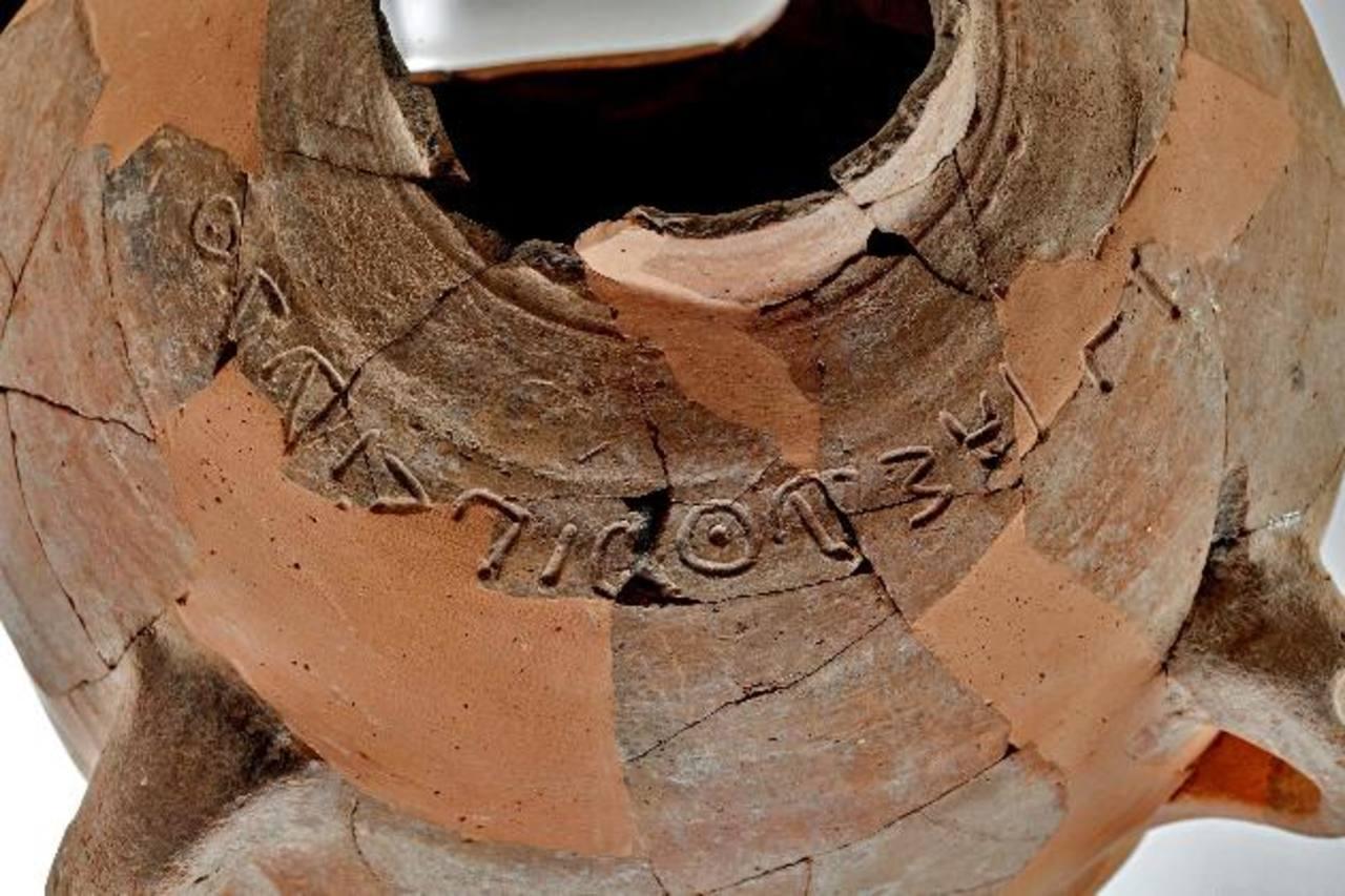 Descubren inscripción en una tinaja de 3,000 años de la era del rey David