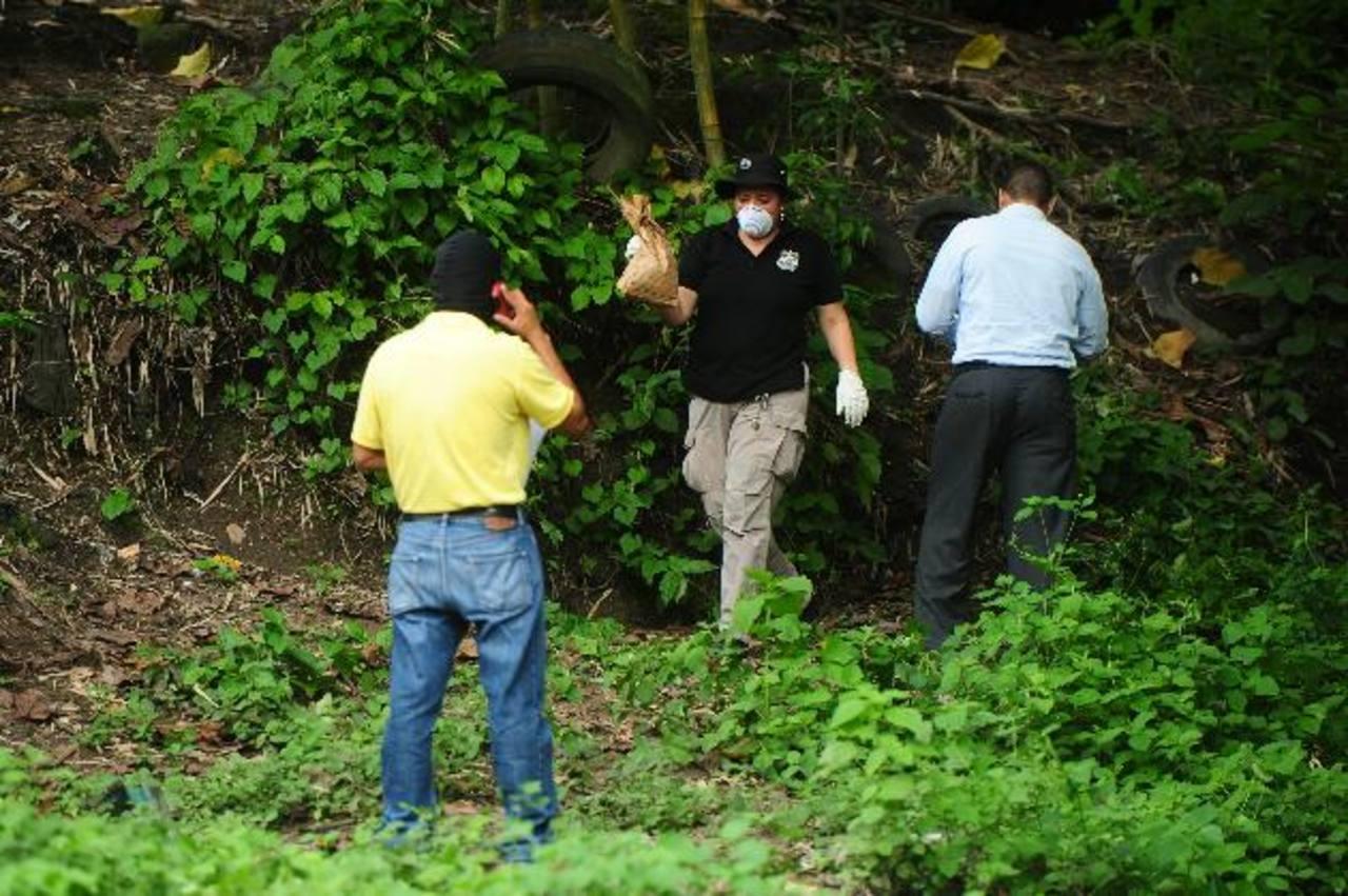 Policías y soldados buscaron a los delincuentes que atacaron a militares en El Tikal de Apopa. Foto EDH / René Quintanilla