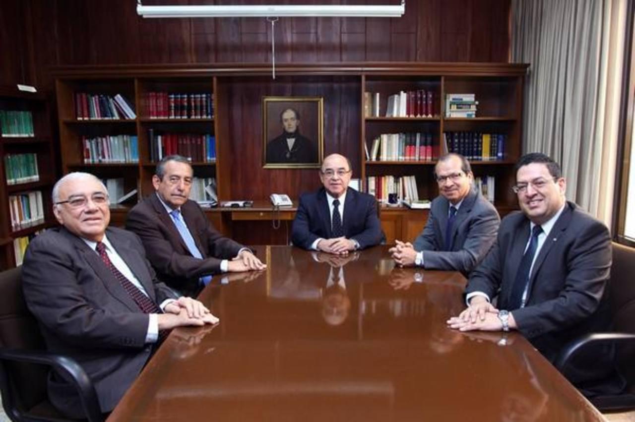 Magistrados de la Sala Constitucional, Belarmino Jaime, Florentín Meléndez, Óscar Armando Pineda, Edwar Sidney Blanco y Rodolfo González.