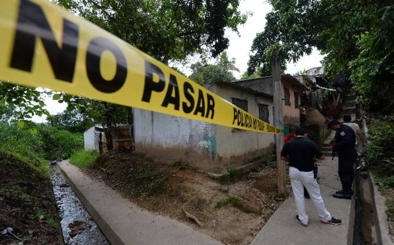 En colonia Los Almendros, de Ciudad Delgado, mataron a José Eduardo Peña, de 30 años. La PNC dijo que era un pandillero retirado que realizaba diversos trabajos. Foto EDH / Marlon Hernández
