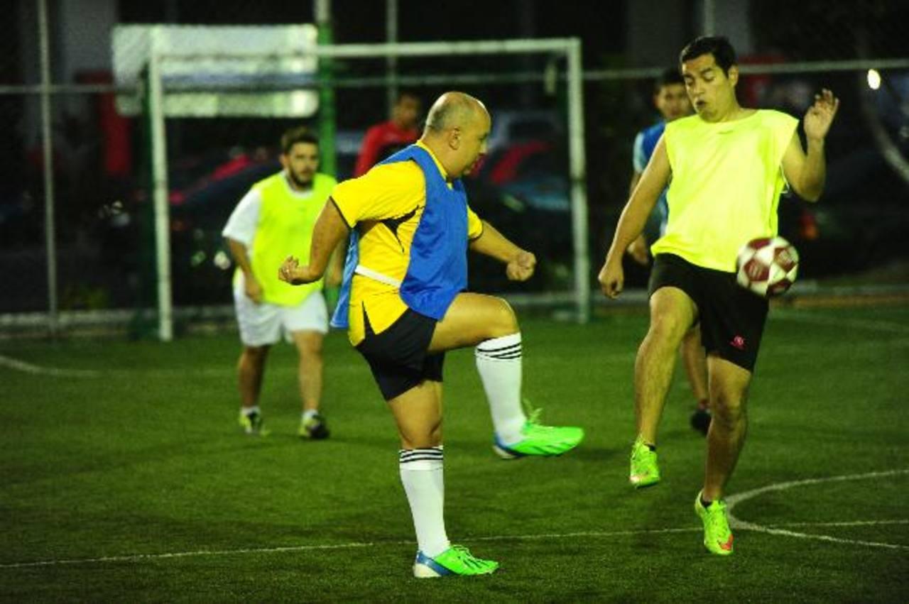 Los directores ejecutivos y propietarios jugaron a la delantera de sus jugadores. foto RENÉ QUINTANILLA