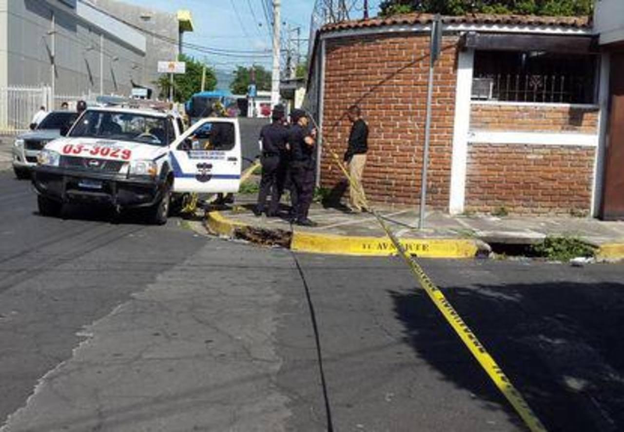 El enfrentamiento entre la asaltantes de una agencia de remesas y la PNC se generó sobre la 11 Avenida Norte, en San Miguel. Uno de los presuntos delincuente murió y hubo un detenido.