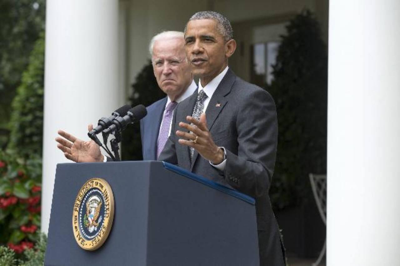 El presidente estadounidense Barack Obama (d) y el vicepresidente Joe Biden.