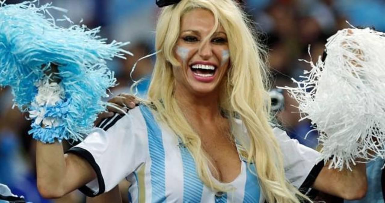 VIDEO: Vedette argentina ayuda a despegar avión lleno de pasajeros