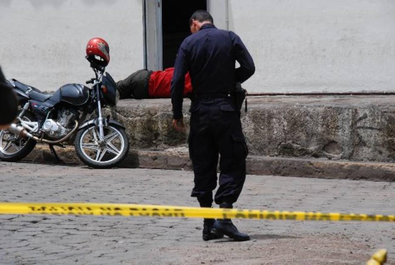 Un hombre fue ultimado frente a la alcaldía de Conchagua, La Unión. Foto EDH / Insy Mendoza