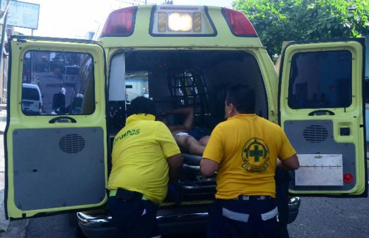 Un socorrista acudió a cubrir la emergencia; auxilió a una persona herida sin percatarse que su hijo estaba muerto. Foto EDH