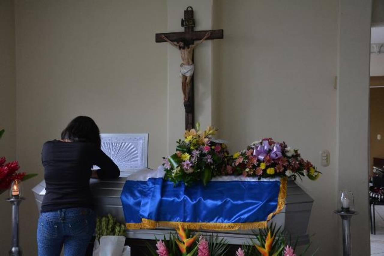 El agente Fernando Antonio Ruperto Martínez será sepultado hoy en Santa Ana. Foto EDH / Iris Lima.