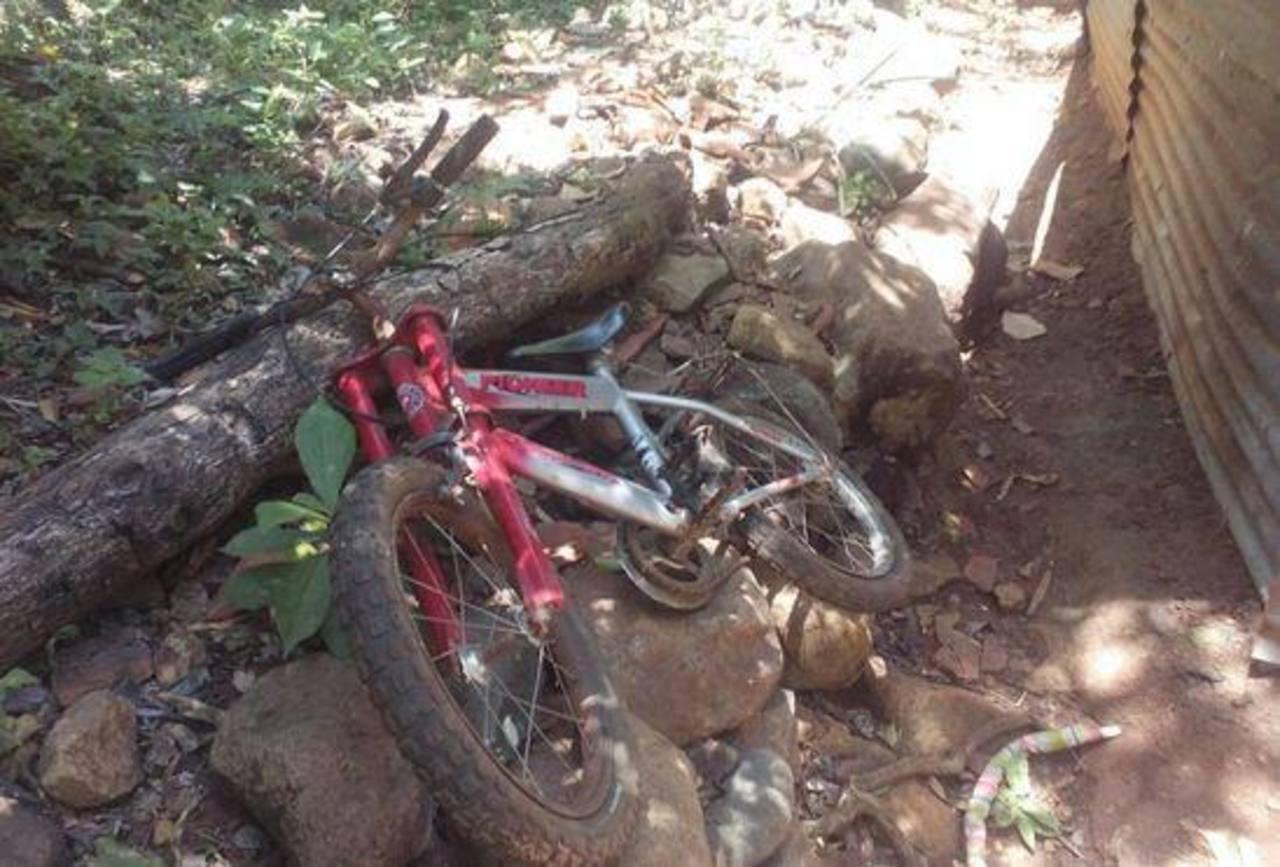 La niña fue hallada muerta en unos cañales cerca de su casa.