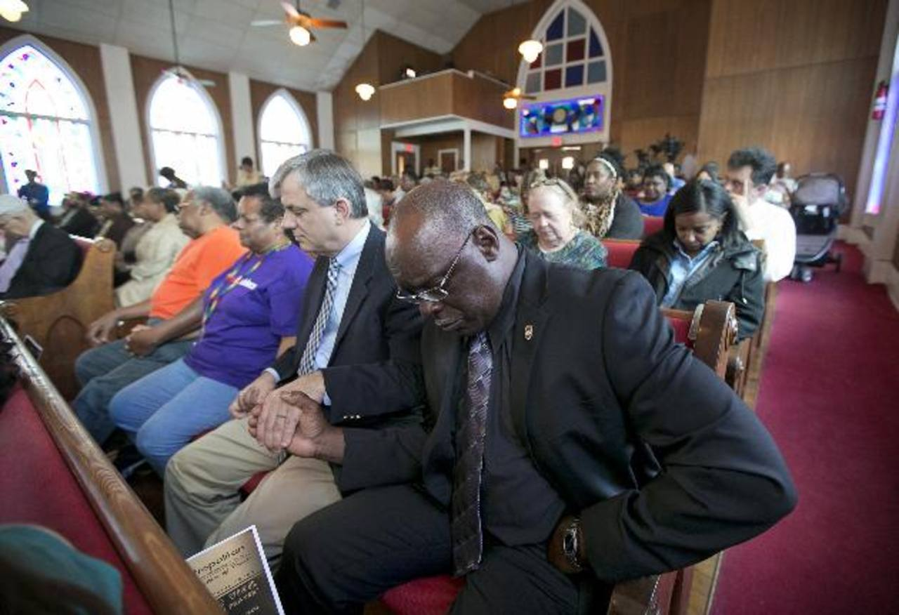 Familias de víctimas de masacre en iglesia perdonan a homicida