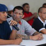 Sala de lo Constitucional negó a Borromeo Henríquez (con el micrófono), cabecilla de la MS, el traslado desde Zacatraz