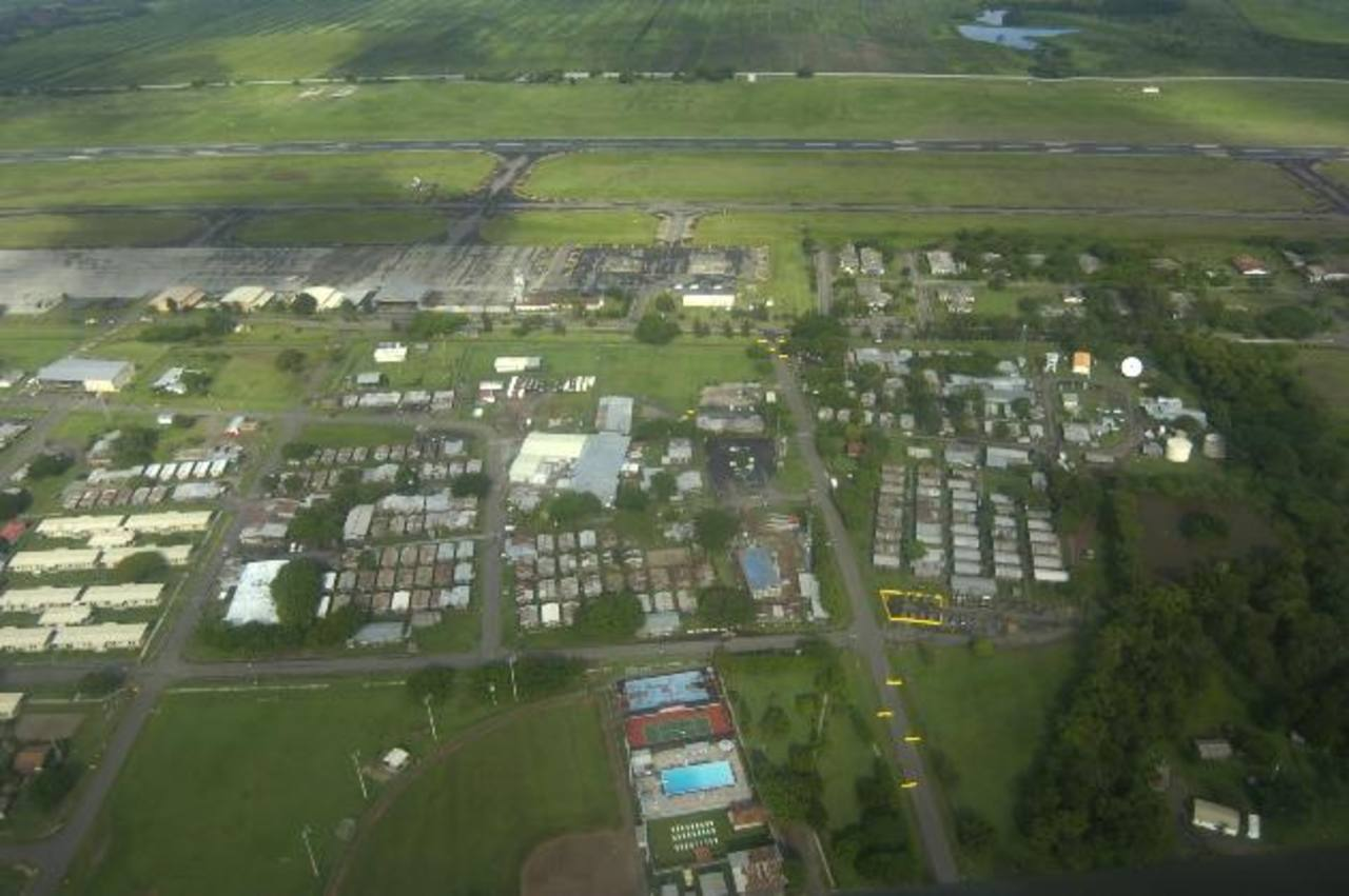 Foto de archivo de la pista del aeropuerto militar de Palmerola, en Honduras, contiguo al cual el gobierno planea construir uno nuevo para vuelos comerciales.