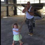 """VIDEO: """"La Roca"""" cumple el sueño de una niña de 2 años"""