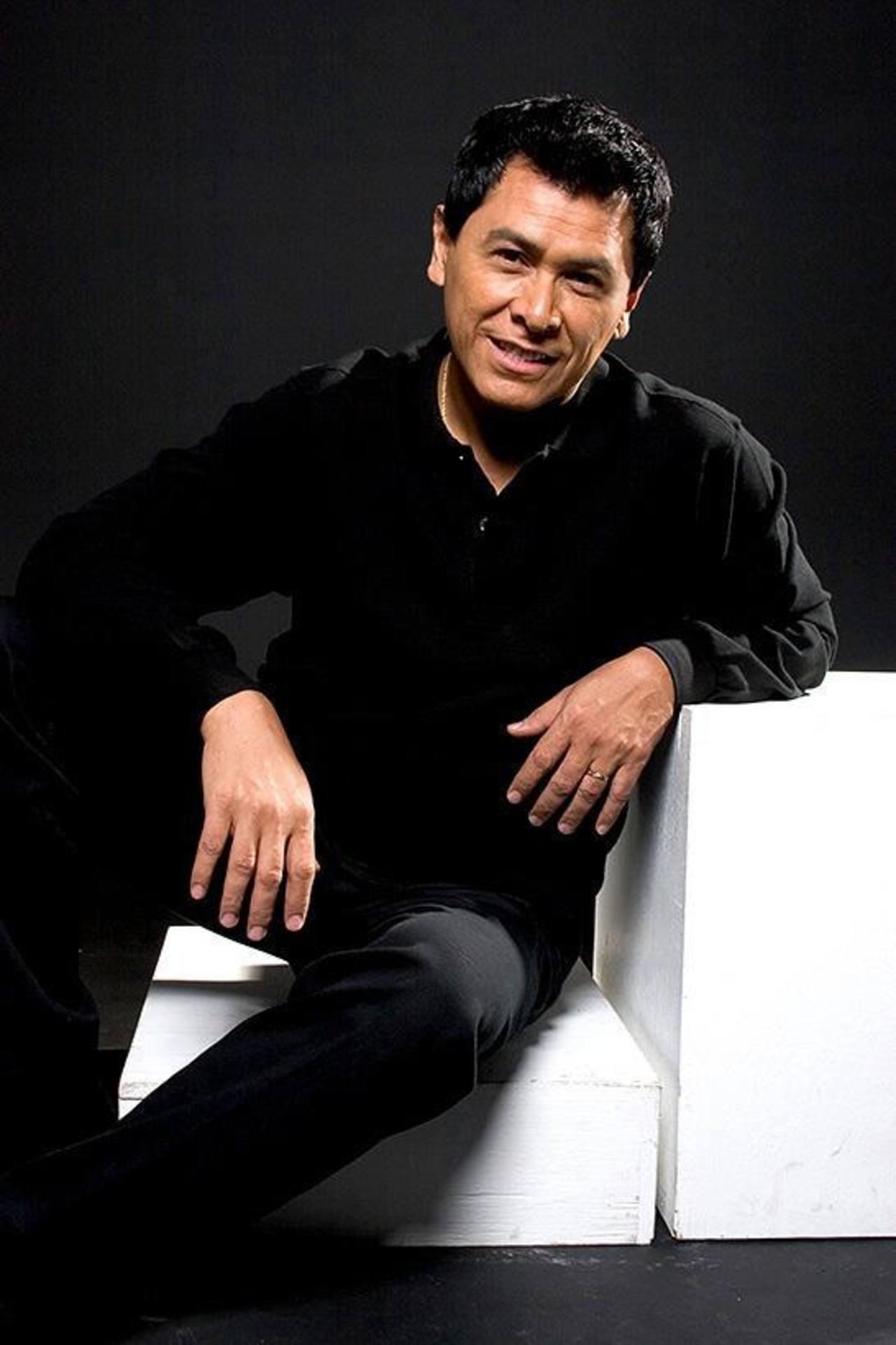 Torres es el compositor y cantante salvadoreño más reconocido a nivel internacional, sus canciones son inolvidables.