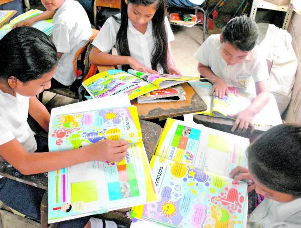 Docente del Centro Escolar Caserío el Golondrino, Cantón Sacramento, San Francisco Menéndez, Ahuachapán: Foto EDH/ Omar Martínez