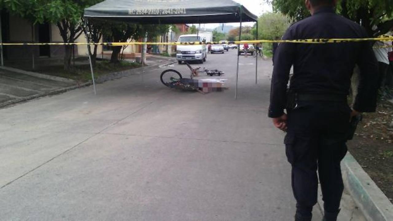 Los comerciantes viajaban en estas bicicletas cuando fueron atacados en Santa Rosa de Lima. Foto EDH / Cortesía Roger Baires