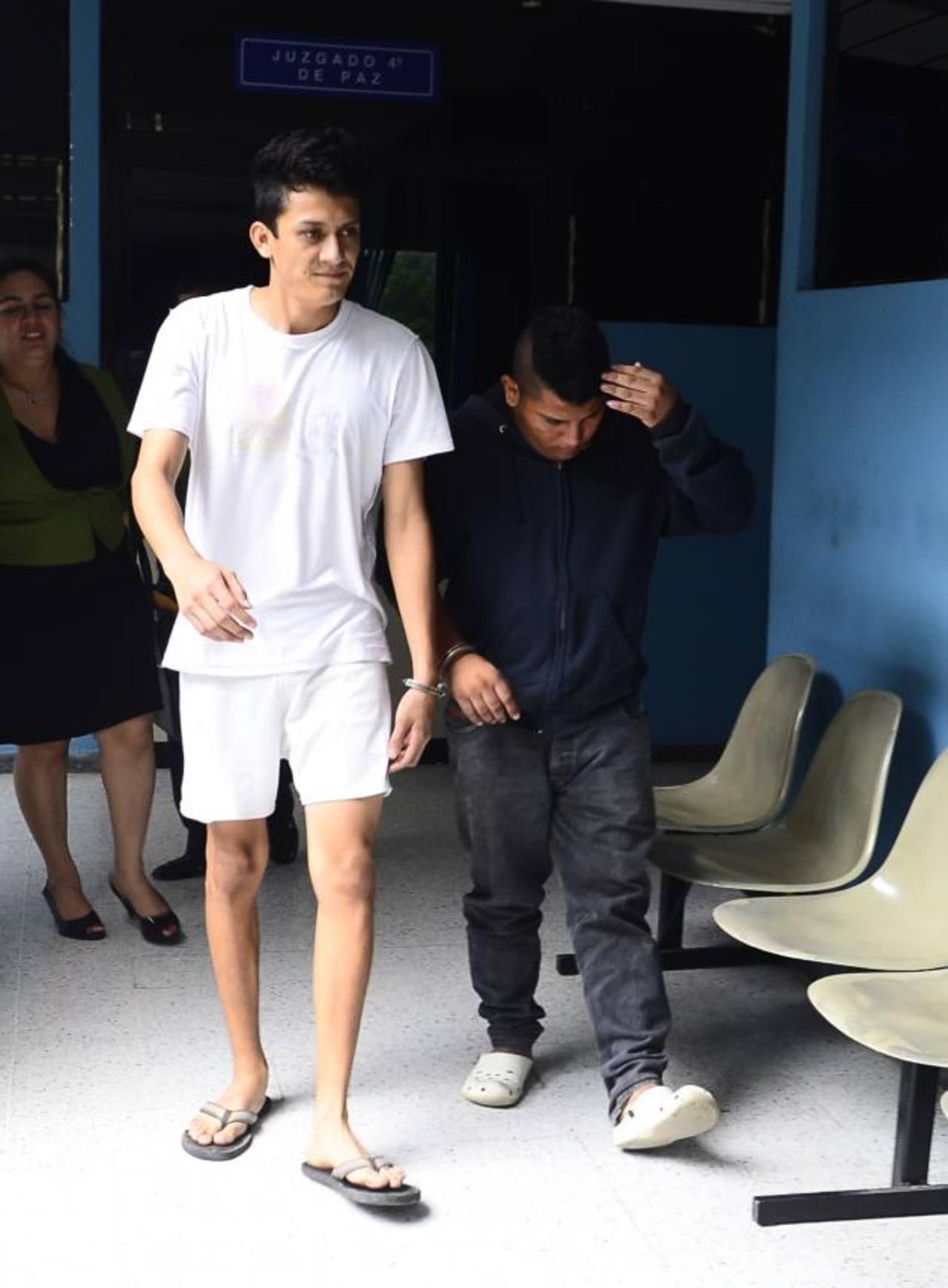 Kevin Armando Rivera y Ricardo Isaías Fuentes son acusados de dar muerte al hijo del comediante. Foto EDH /Archivo.