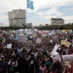 Los guatemaltecos han salido a las calles para protestar contra la corrupción en su país. Sus exigencias ya lograron la dimisión de la vicepresidenta. Foto EDH / archivo