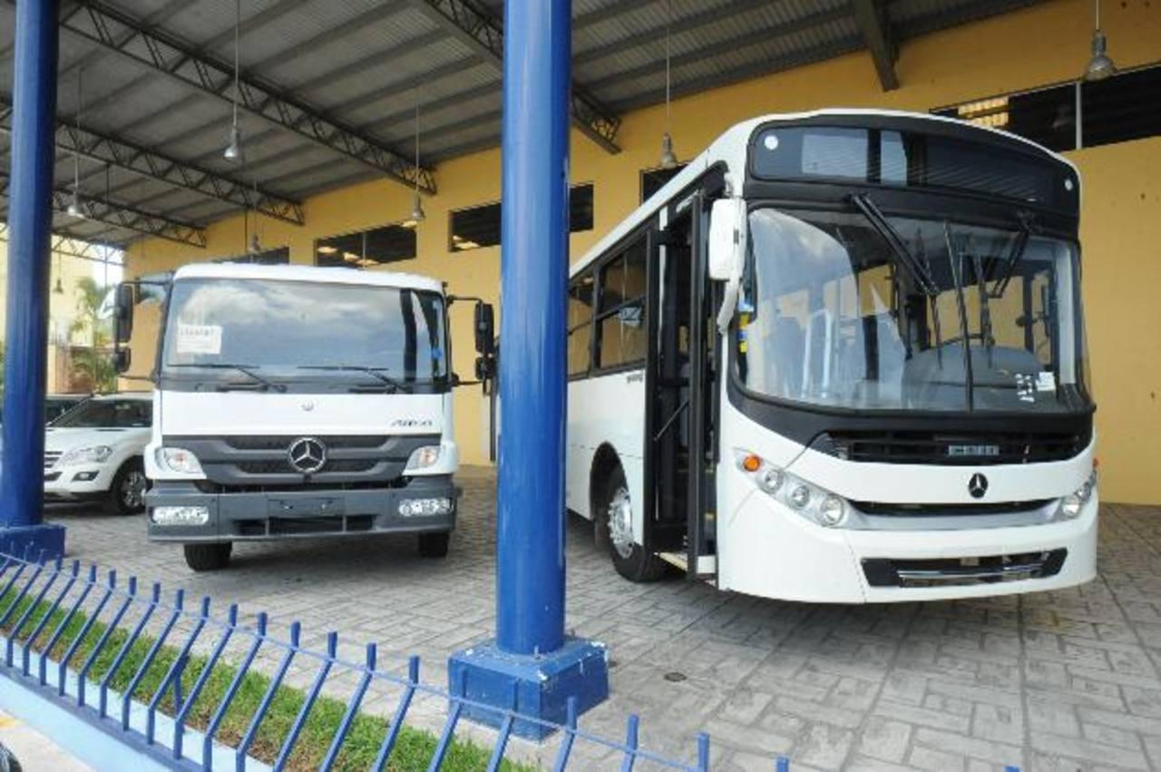 Grupo Agrisal, a través de Repuestos Rensica, brinda soporte a camiones y autobuses de la marca Mercedes Benz. foto: Liset Monterrosa