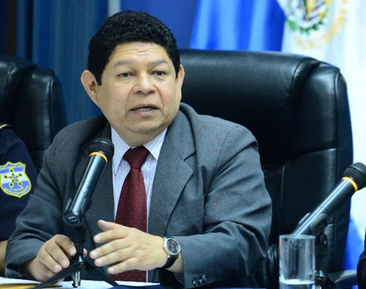 El ministro Lara admitió la existencia de los fondos, pero que el procedimiento ha retrasado su entrega.