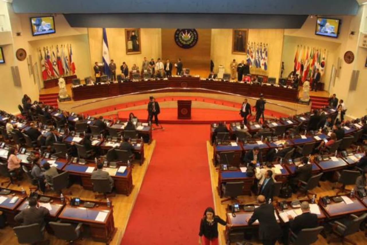 En esta plenaria del 23 de abril pasado fue aprobada en una segunda votación la emisión de $900 millones en bonos. Foto EDH