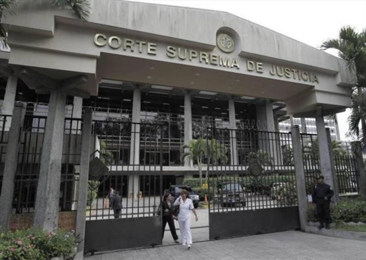 Sala admite demanda por aprobación de deuda de $900 millones