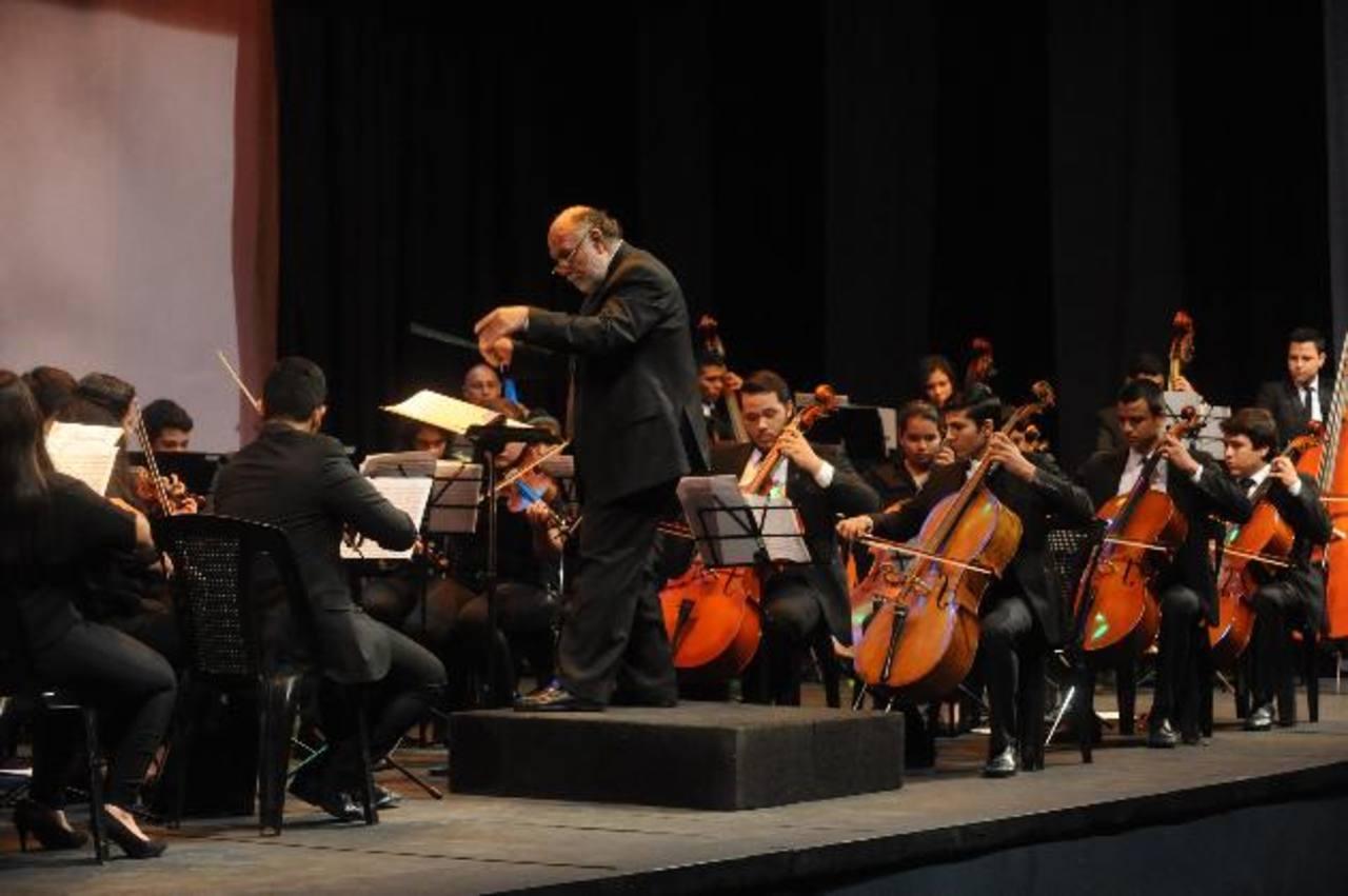 Los jóvenes fueron dirigidos por el maestro Cáceres.