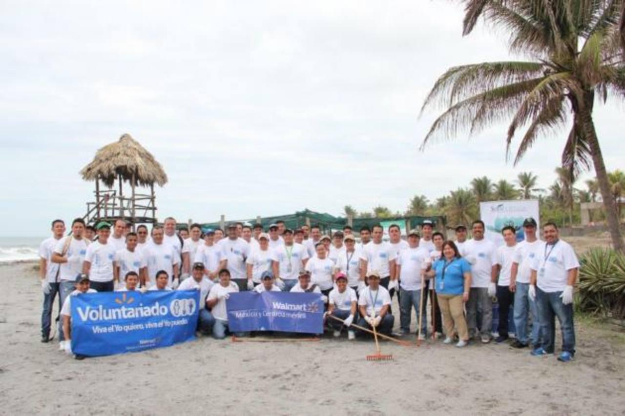El Voluntariado de Walmart participa activamente en el programa . Foto EDH/ Xenia ZepedaLos más de 50 voluntarios de Walmart se dedicaron a limpiar las áreas de los corrales. Foto EDH/ Xenia Zepeda
