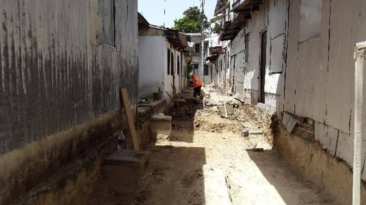 Con los trabajos en la comunidad se inicia el programa que promete 1,000 obras para la capital. foto edh / violeta rivas