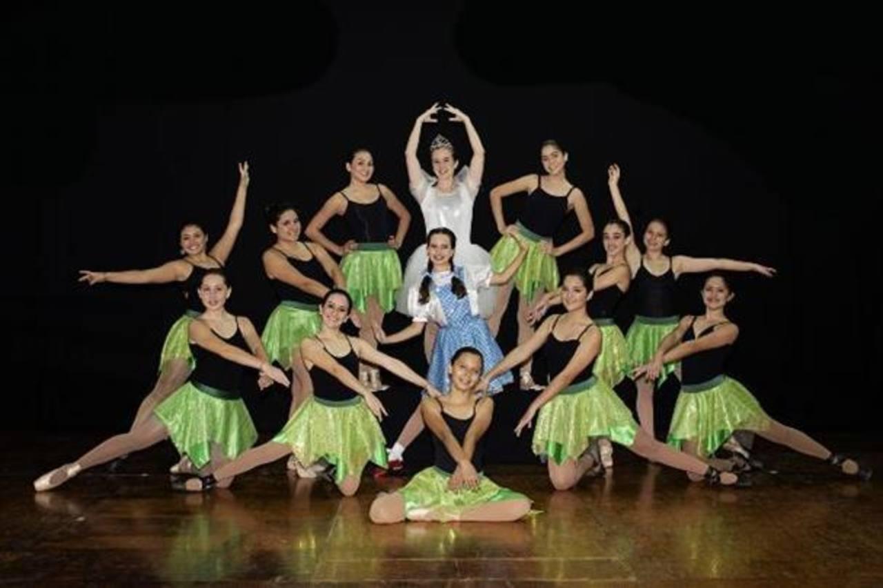 """Jazzing Studio presentó a niñas que competirán en """"Dance Master of America"""""""