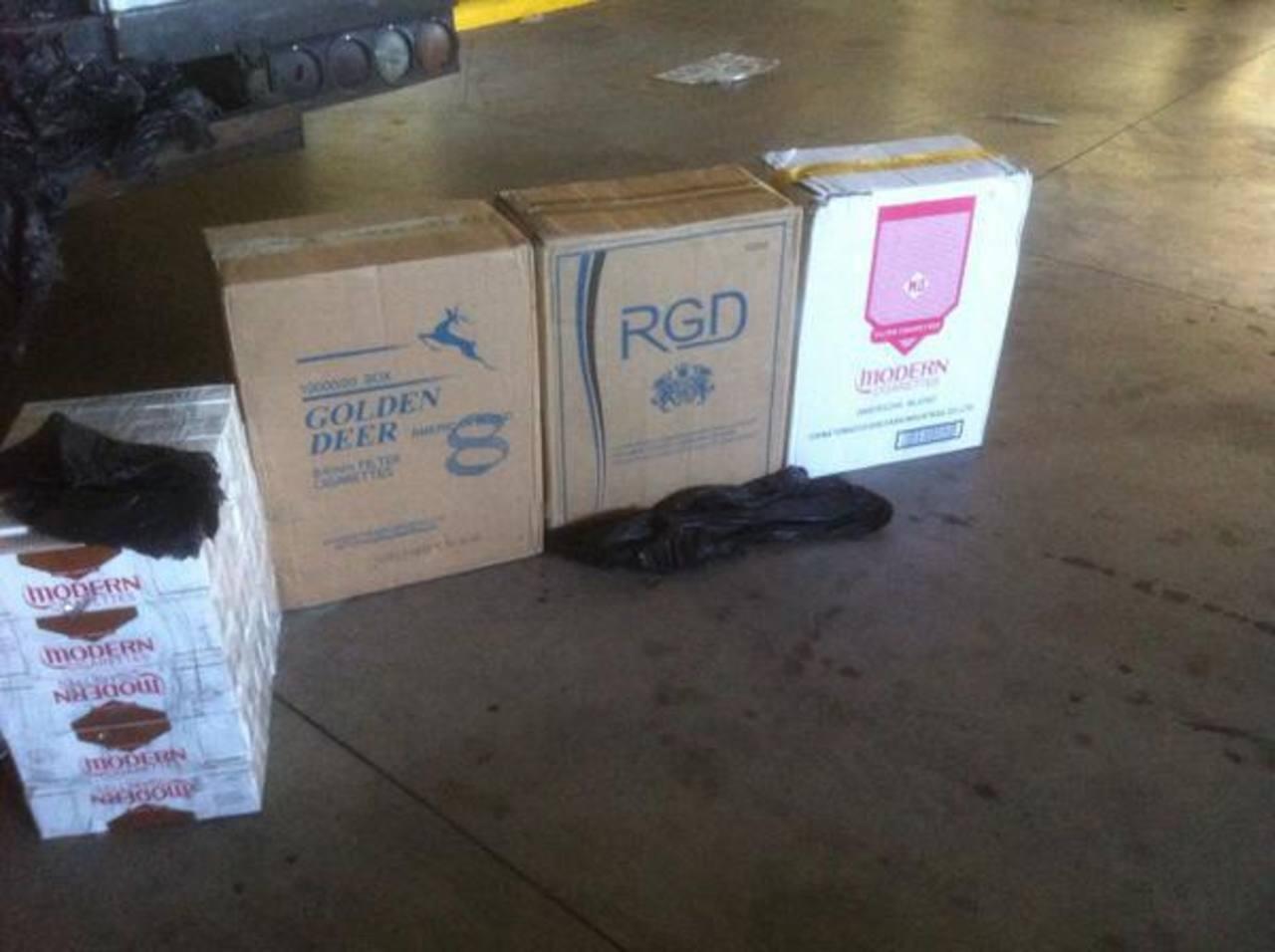 El propietario evitó que la Policía de su país le decomisara los cigarros, pero no se libró de la PNC salvadoreña. Foto EDH