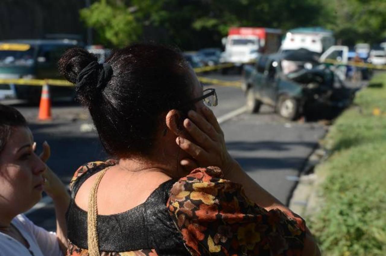 El apartoso accidente ocurrió en la carretera del Litoral, ayer. Foto EDH / Douglas Urquilla