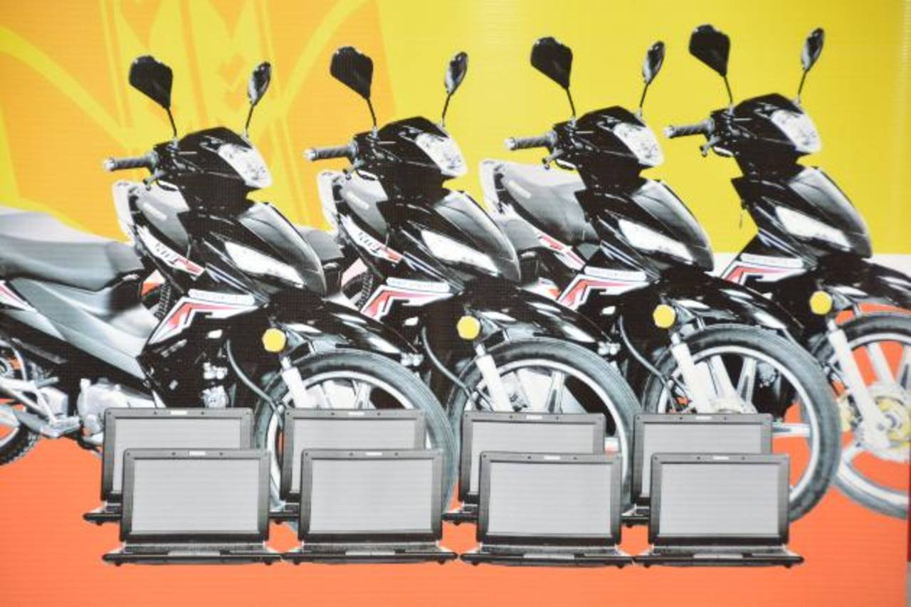 Además de motos, CrediMás rifará minilaptops entre sus clientes. FOTO EDH / David Rezzio