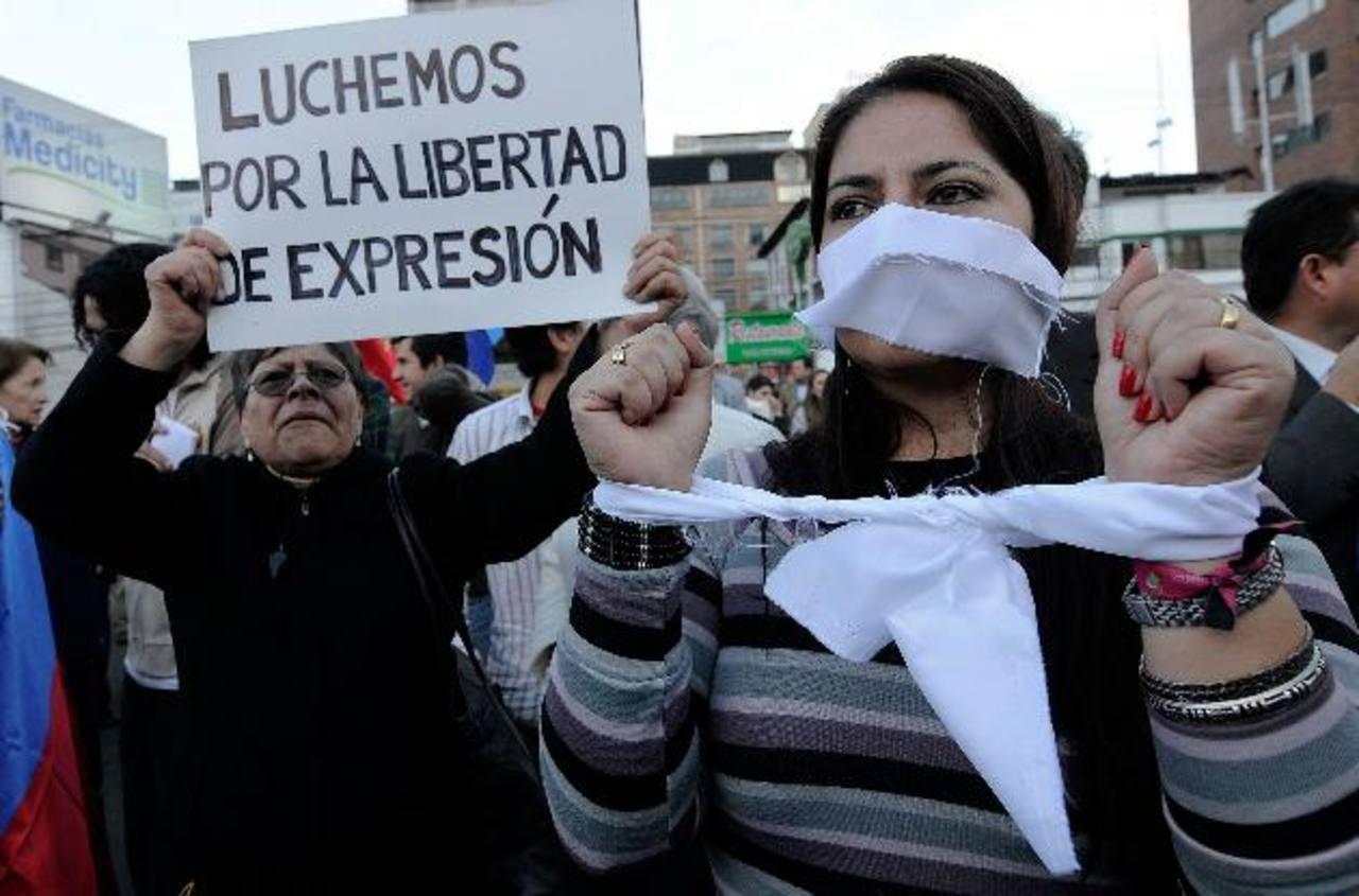 Manifestantes durante una protesta en favor de la libertad de expresión en Ecuador en julio de 2011. foto edh /archivo