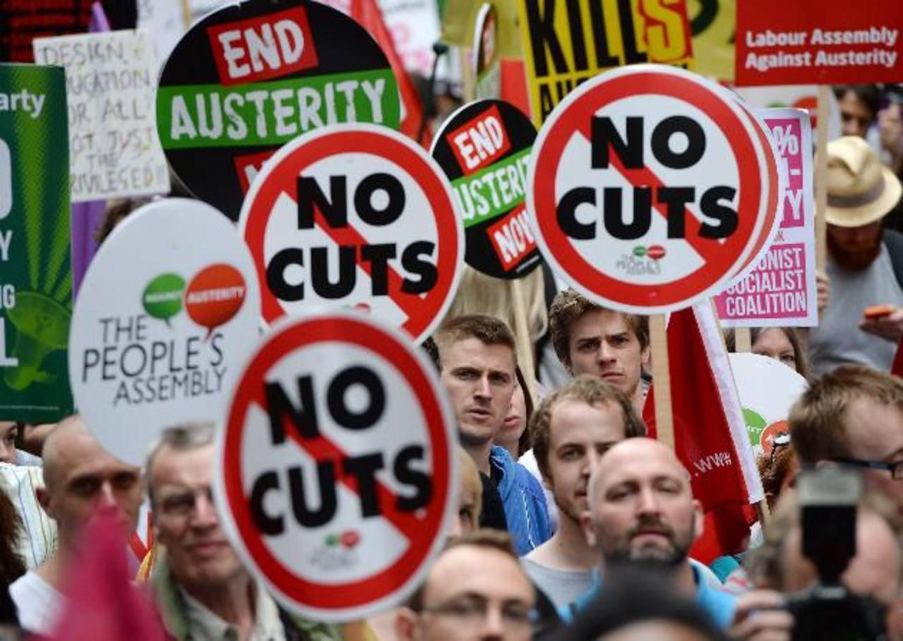 Miles marcharon al parlamento ayer durante una manifestación contra la austeridad en Londres, Inglaterra. foto EDH/EFE