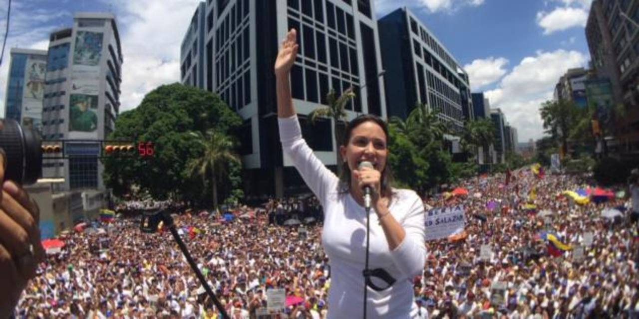 Opositores marchan en Caracas en apoyo peticiones de Leopoldo López