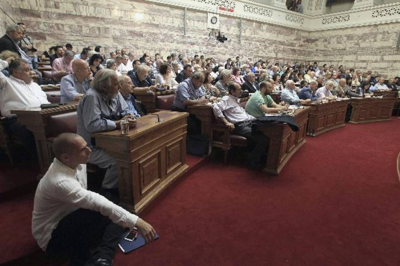 Una sesión en el Parlamento en Atenas, Grecia, sobre las negociaciones del primer ministro griego, Alexis Tsipras, para alcanzar un acuerdo con los socios acreedores.