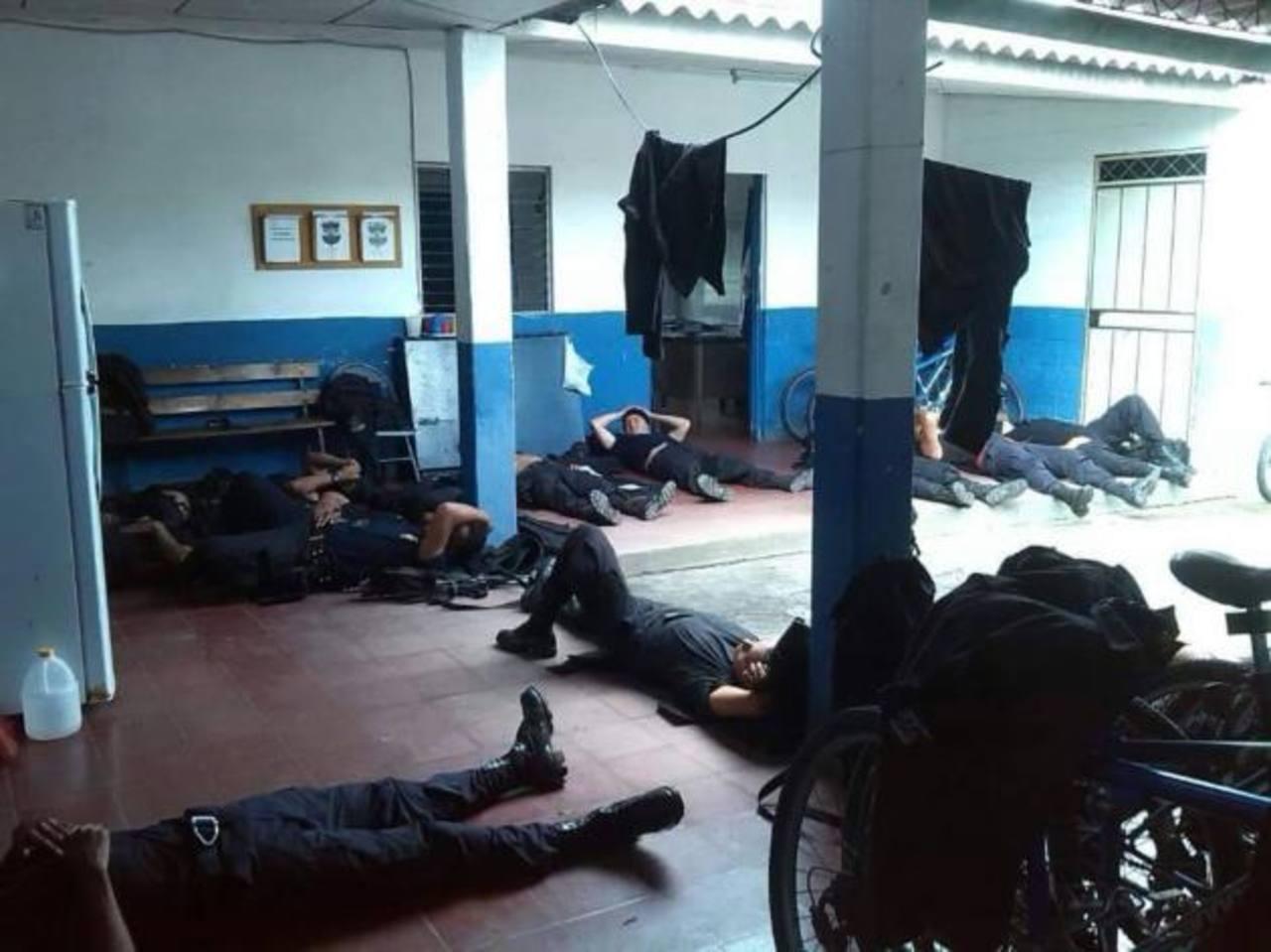 Denuncian hacinamiento de policías por nuevas medidas de seguridad