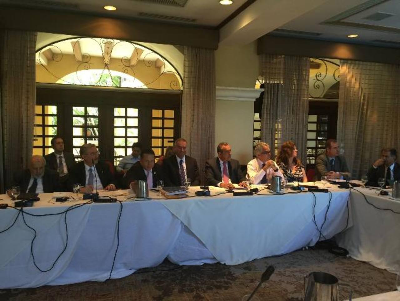 Presidentes y magistrados de tribunales constitucionales reunidos ayer en Costa Rica, mostraron su total apoyo a sus homólogos de la Sala de lo Constitucional de El Salvador. Foto EDH