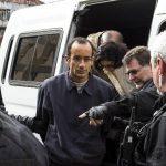 Tras su arresto el viernes, el presidente de la empresa Odebrecth, Marcelo Odebrecht, fue llevado ayer al Instituto de Medicina Legal de Brasil en Curitiba (Brasil). fotos edh / EFE