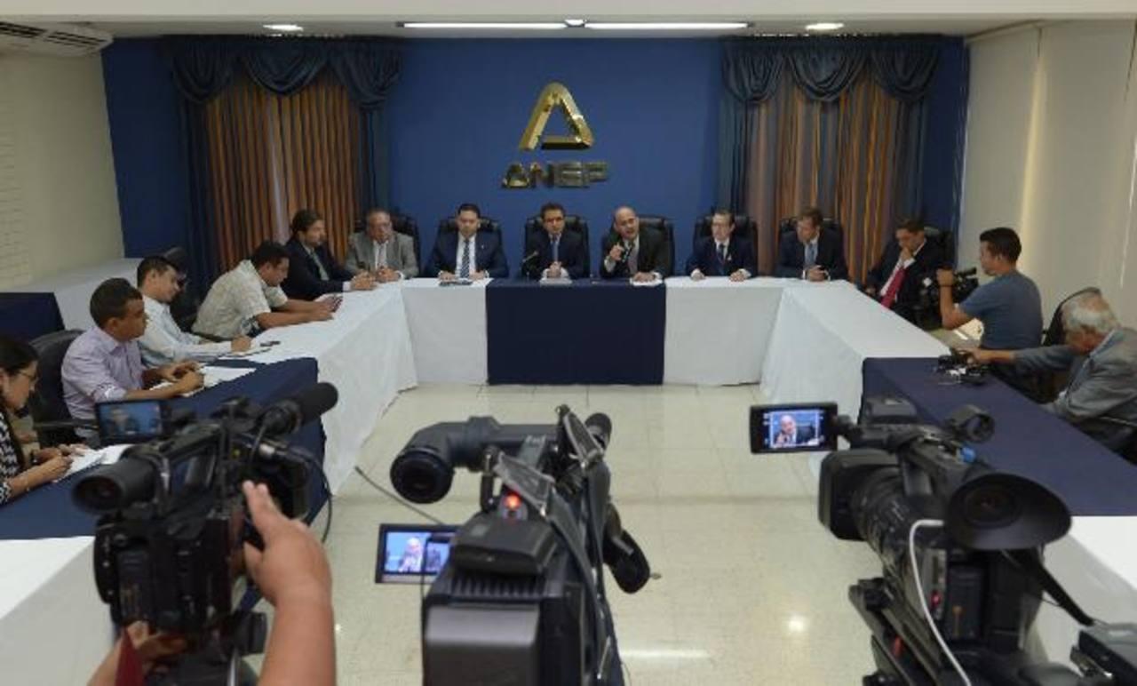 OIT: El Salvador entró a lista negra por violar convenios internacionales