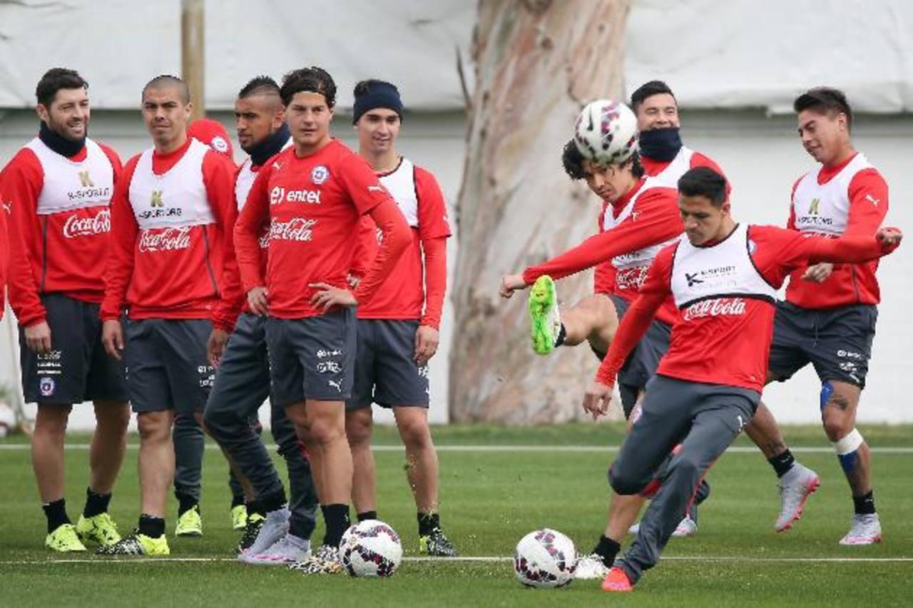 """Los chilenos enfrentan hoy al """"mata anfitriones"""" Uruguay, por el boleto a la semifinal de la Copa América. foto edh / EFE"""