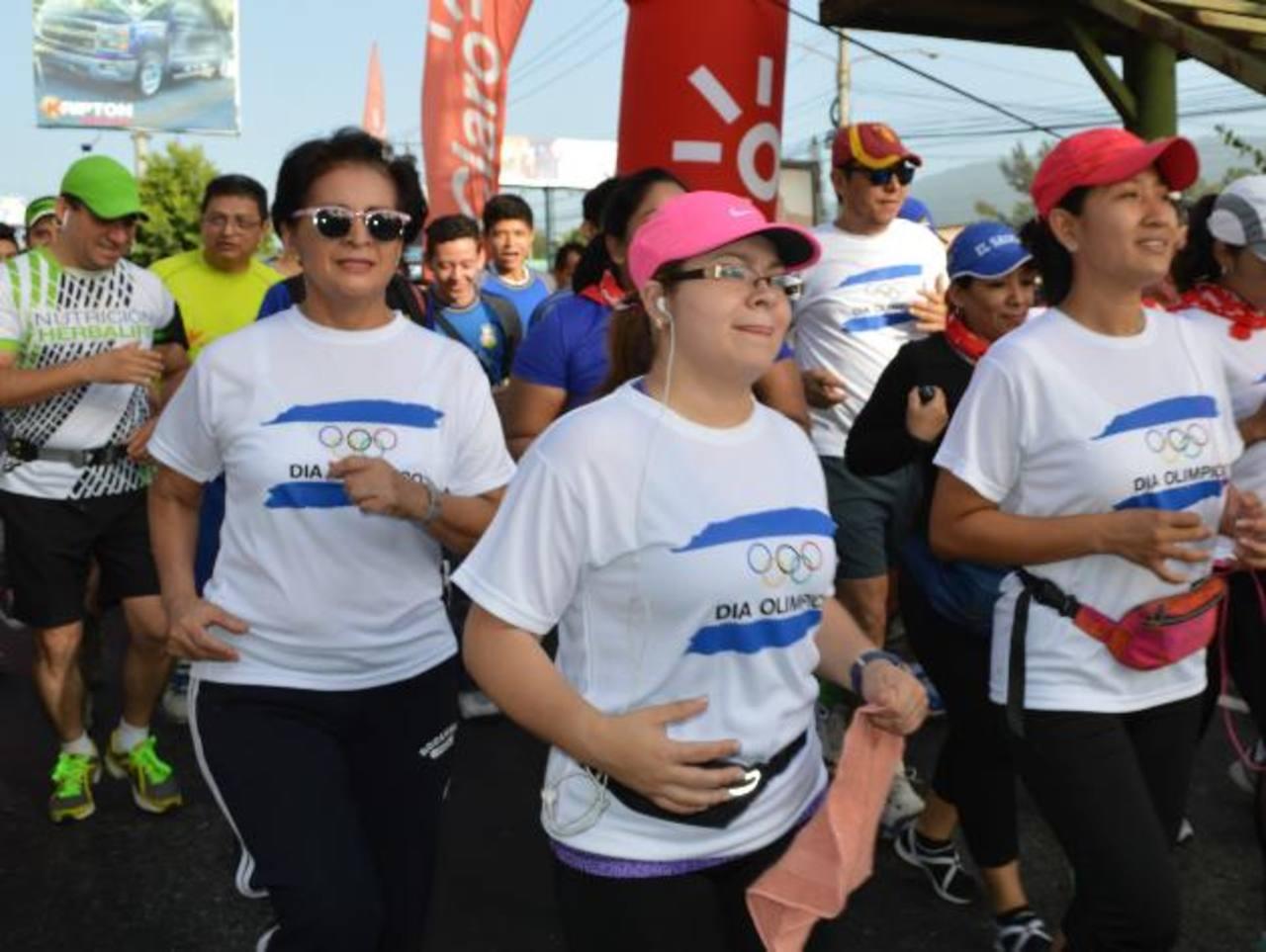 En cinco ciudades se realizaron carreras por el Día Olímpico. Foto EDH/Cortesía del Coes