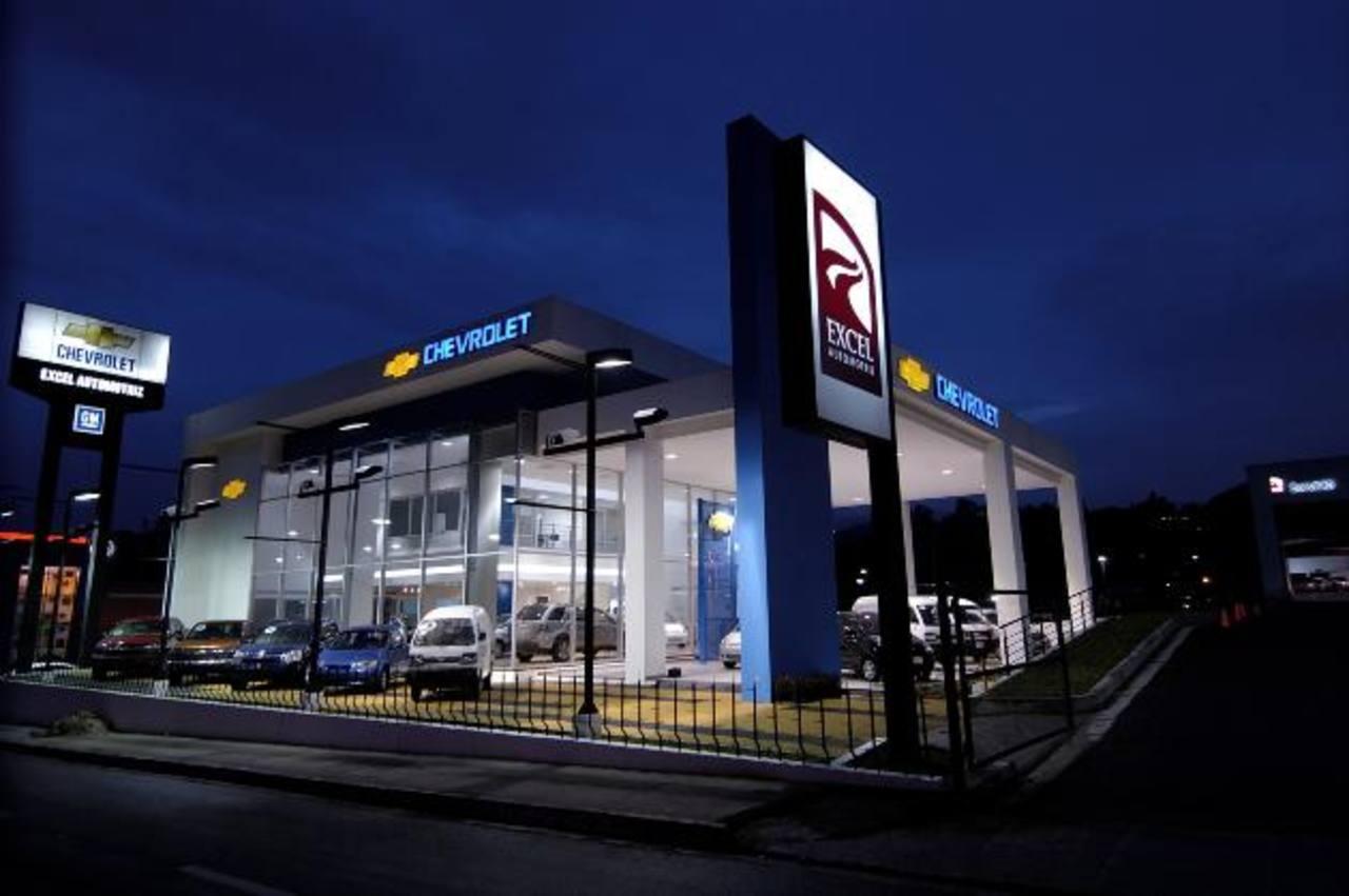 Excel Automotriz cuenta con servicios de taller y venta de repuestos. Foto EDH /Xenia Zepeda