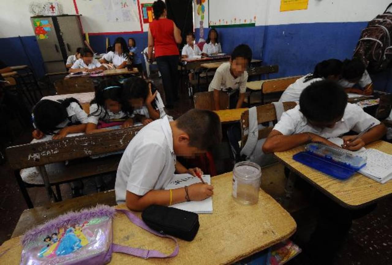 La mejora en la formación docente, la evaluación de los profesores son puntos que abordará el Coned. foto edh / archivo