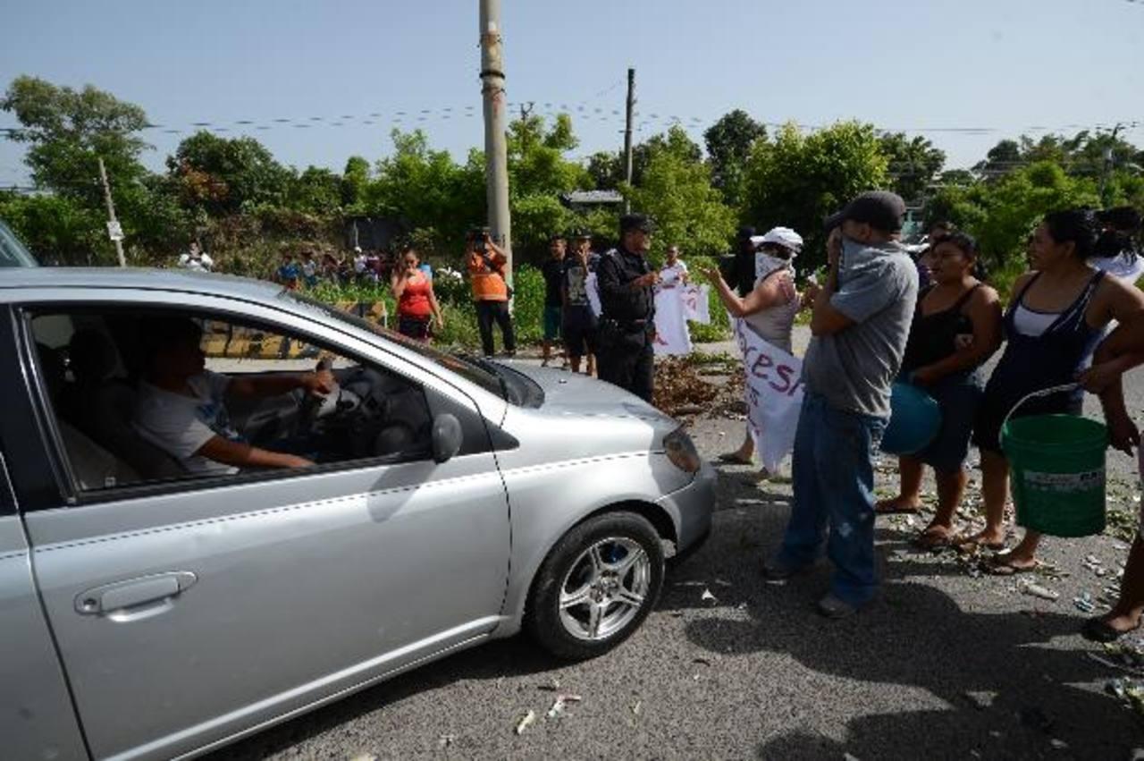 Los manifestantes bloquearon el paso de la Carretera de Oro.