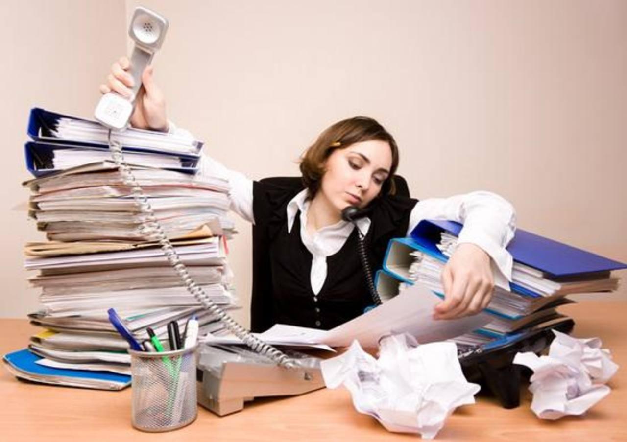 Cómo la cultura de trabajar sin parar está afectando a los padres en EE.UU.