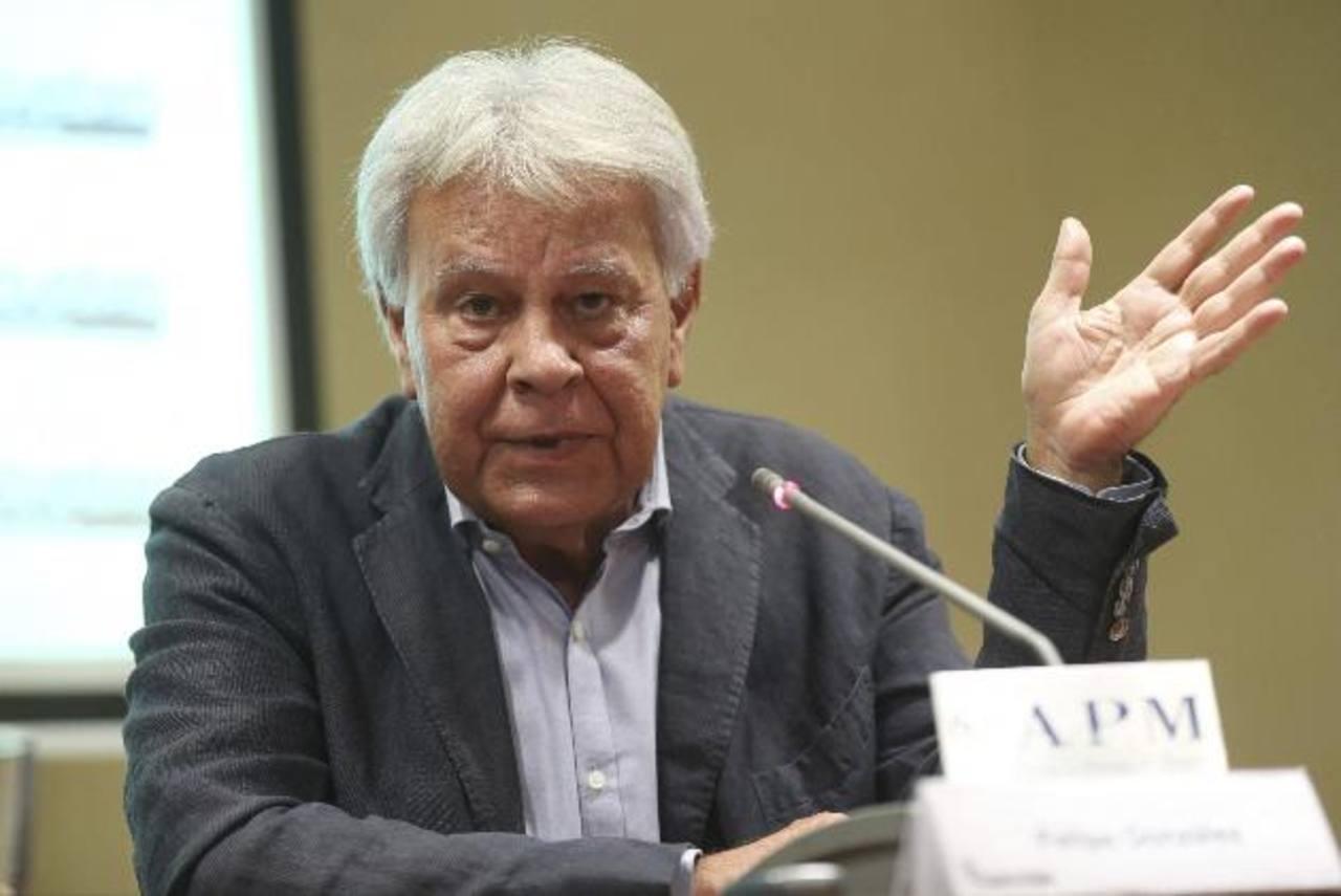 El expresidente del gobierno español Felipe González en una conferencia en la Asociación de la Prensa de Madrid. foto edh / efe