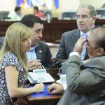 Patricia Valdivieso, de ARENA, presentó ayer la propuesta en la que pide que se cree una comisión especial para indagar en contrato del Gobierno con Polistepeque. Foto EDH/ Archivo