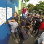 La Policía capturó a al menos ocho personas, incluyendo a dos agentes del CAM, por los disturbios. foto EDH / HUBER ROSALES