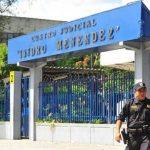 Juez previene a Fiscalía y querella sobre acusación presentada contra expresidente Flores